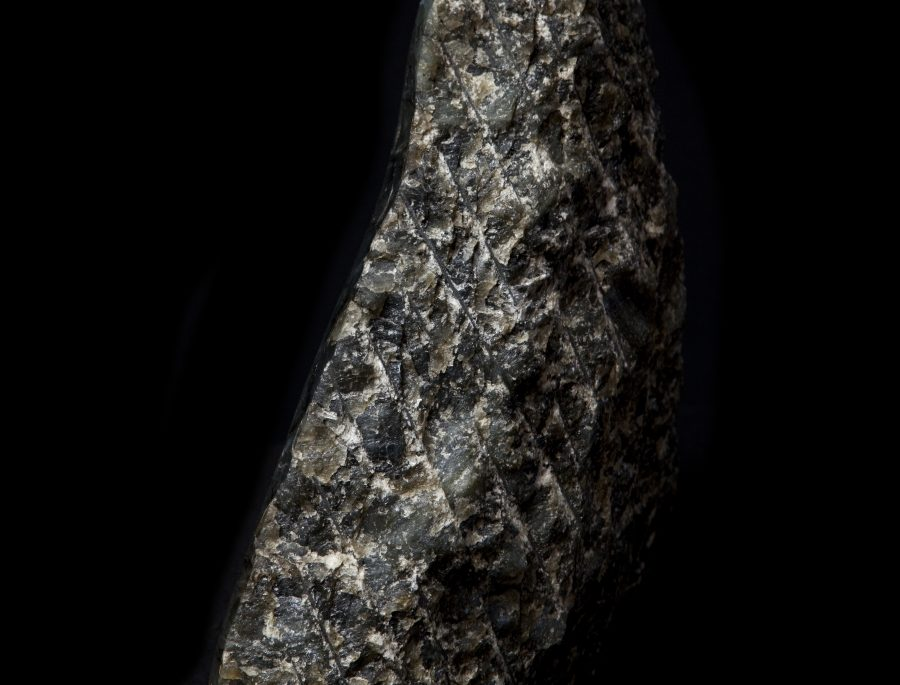 7.4 Labradorite1 H41cm W41cm D12cm