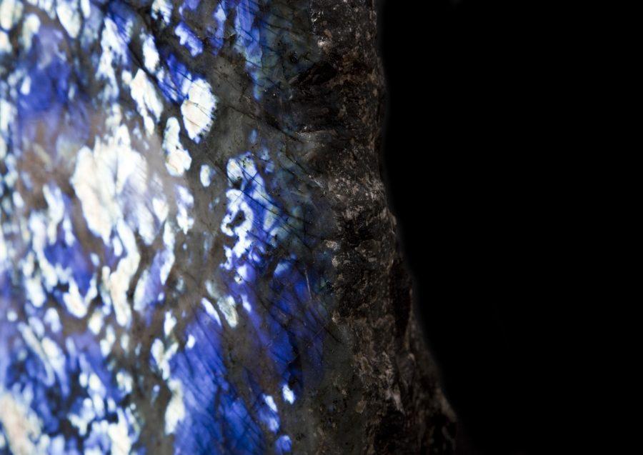 8.2 Labradorite2 H47cm W40cm D14cm